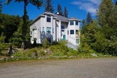 Upscale 3 bdrm Homer hilltop beauty with mountain views